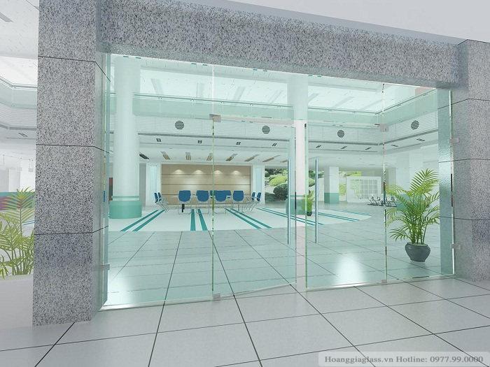 Cửa kính thủy lực 5 tấm từ kính cường lực được áp dụng trong các trung tâm thương mại