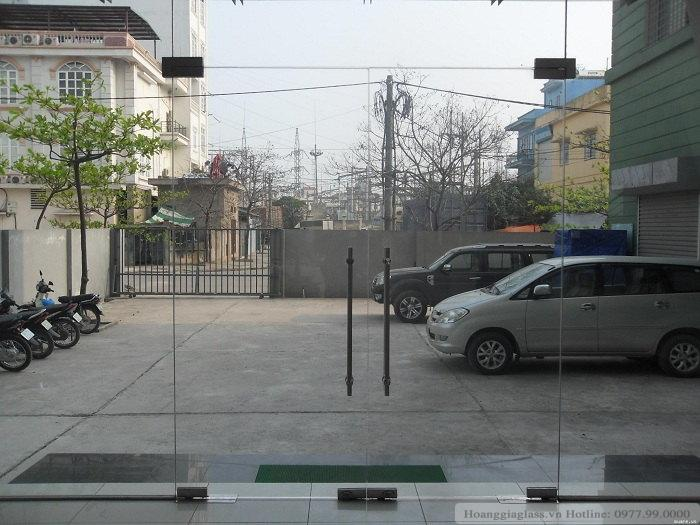 Cửa kính thủy lực 5 tấm – hoanggiaglass.vn