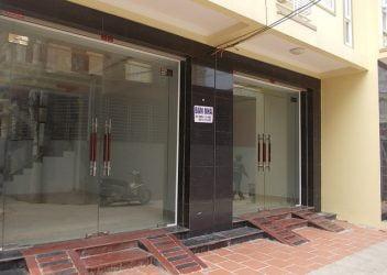 Báo giá cửa kính thủy lực 2 tấm đảm bảo được sự chắc chắn cho khung cửa nhà