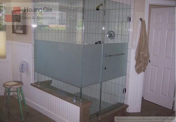 Kính phun cát mờ trong phòng tắm kính