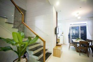 Lan can cầu thang kính sử dụng pad đơn giá rẻ tại Hà Nội