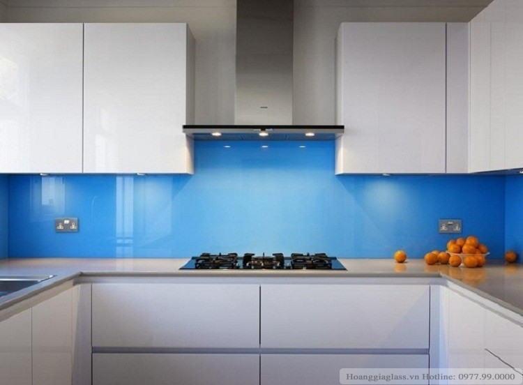 Hình ảnh kính ốp bếp màu xanh dương (mẫu 1)