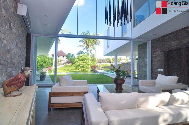 Vách kính cường lực trong nhà đẹp