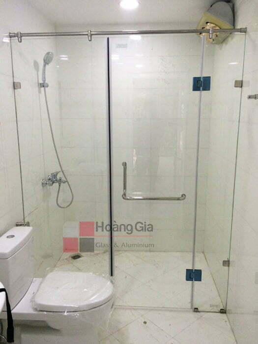 Vách tắm kính cửa mở quay 3 tấm