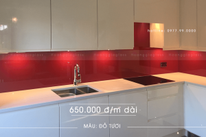 Kính ốp bếp màu đỏ tươi Hoàng Gia Glass